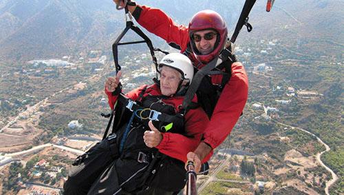 Прыжок с парашютом в 104 года